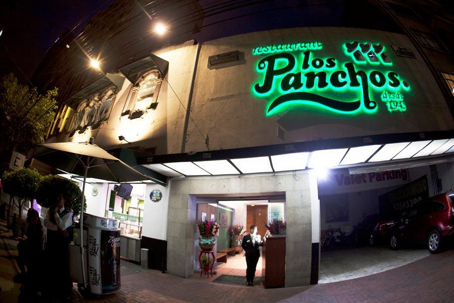 Restaurant Los Panchos México sucursal matriz anzures fachada de noche