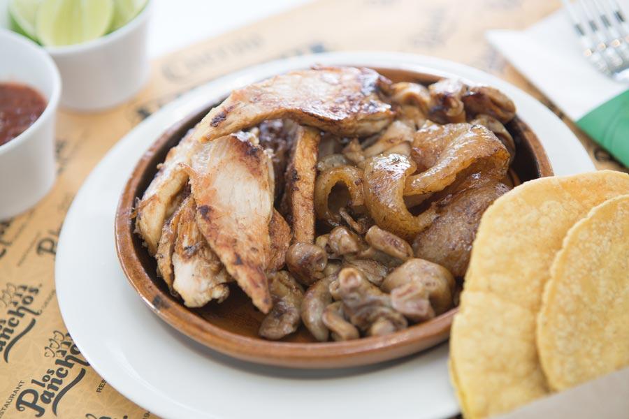 Restaurant Los Panchos México sucursal polanco orden de carnitas y tortillas